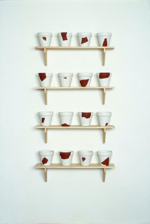 »Rekonstruktionen (resconstructions)«, 1988/1994<br />plaster, wood, 18 x ø 19,5 cm (flowerpot), 22,8 x 100 x 22 cm (shelves)<br />