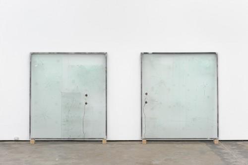 »Das große Glas«, 1990/2013<br />steel, glas, motion detecter, exiter, 167 x 147,5 x 5 cm (dyptich)<br />