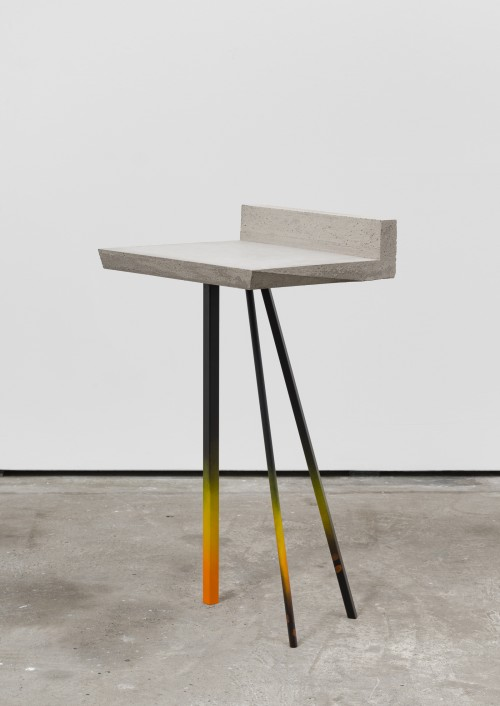 <br />»Tripod«, 2016<br />Steel, cement, paint, 97 x 48 x 53 cm<br />