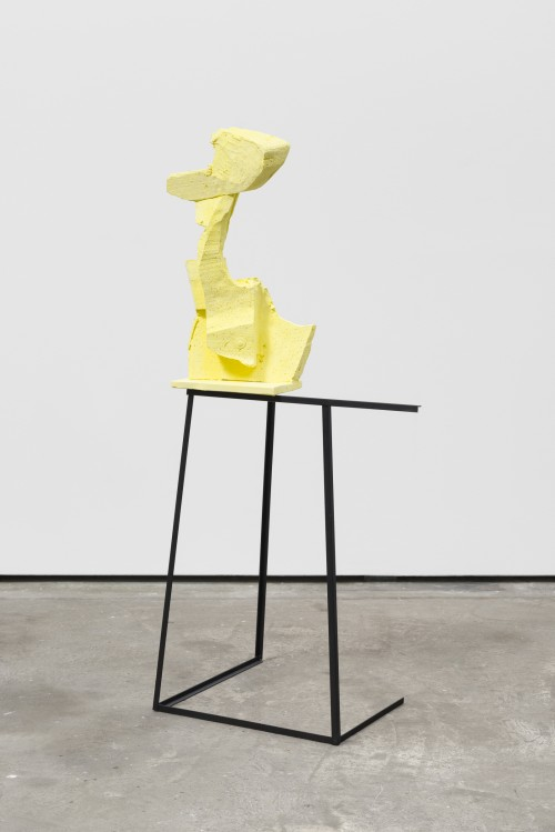 <br />»Yellow«, 2016<br />Steel, ceramics, pigments, paint, 135 x 62 x 42 cm<br />