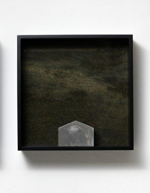 »Versteinerter Himmel XXVIII, (Petrified Sky XXVIII)«, 1983/2015<br />Granite, marble, MDF, concrete cobblestone, 60 x 60 x 15 cm<br />