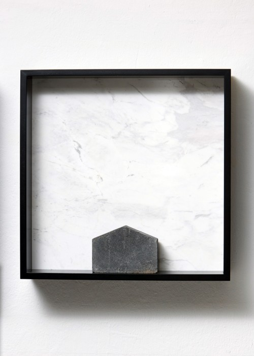 »Versteinerte Himmel XXIV, (Petrified Sky XXIV)«, 1983/2015<br />Granite, marble, MDF, concrete cobblestone, 60 x 60 x 15 cm<br />