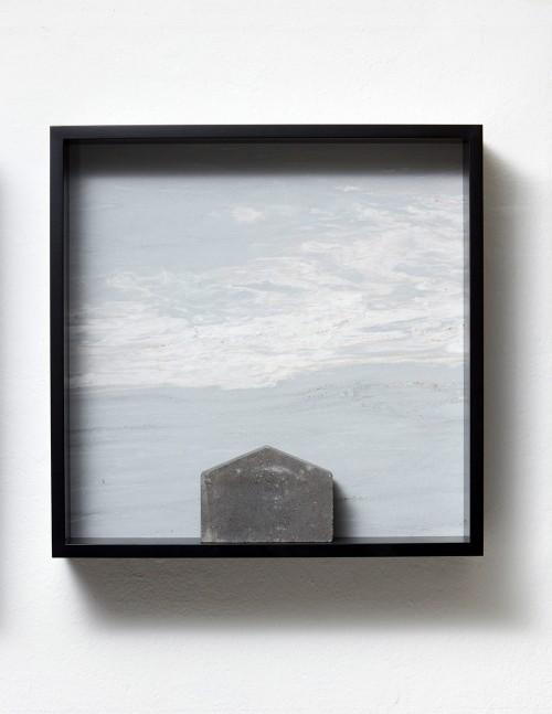 »Versteinerter Himmel XVIII, (Petrified Sky XVIII)«, 1983/2015<br />Granite, marble, MDF, concrete cobblestone, 60 x 60 x 15 cm<br />