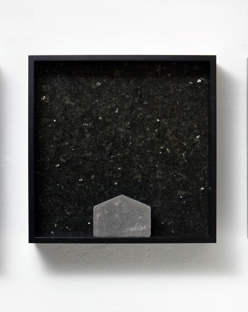 »Versteinerter Himmel XVI, (Petrified Sky XVI)«, 1983/2015<br />Granite, marble, MDF, concrete cobblestone, 60 x 60 x 15 cm<br />