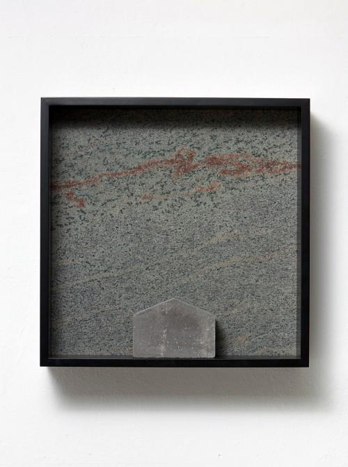 »Versteinerte Himmel XXIX, (Petrified Sky XXIX)«, 1983/2015<br />Granite, marble, MDF, concrete cobblestone, 60 x 60 x 15 cm<br />