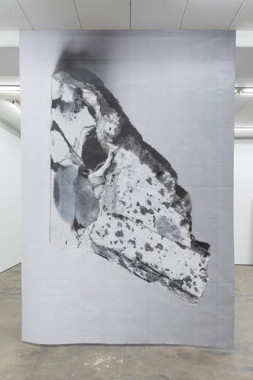 <i>DUO 3</i>, 2014<br />paper, 400 x 290 cm<br />