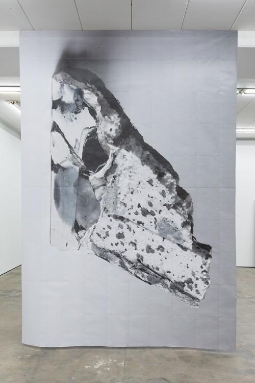 »DUO 3«, 2014<br />paper, 400 x 290 cm<br />