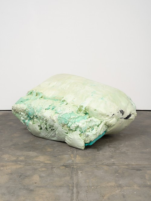 »DUO 2«, 2014<br />jesmonite, pigments, cement, polyurethane foam, 95 x 200 x 140 cm<br />