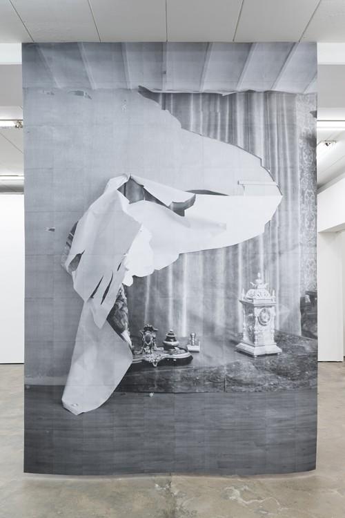 »DUO 5«, 2014<br />paper, 400 x 290 cm<br />