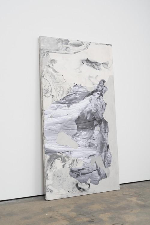 »DUO 11«, 2014<br />jesmonite, pigment, paper, 215 x 116 x 5 cm<br />
