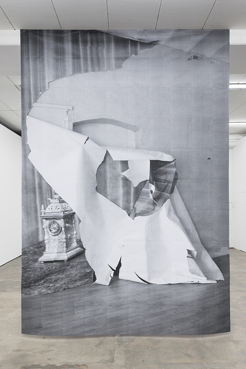 <i>DUO 6</i>, 2014<br />paper, 400 x 280 cm<br />