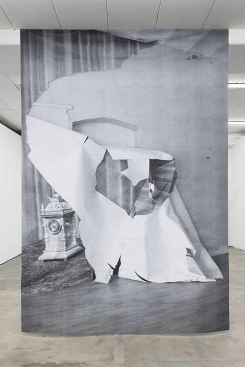 »DUO 6«, 2014<br />paper, 400 x 280 cm<br />
