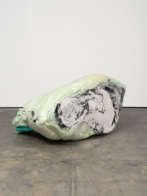 »DUO 2«, 2014<br />jesmonite, pigments, cement, polyurethane foam, 95 x 200 x 140 cm<br />
