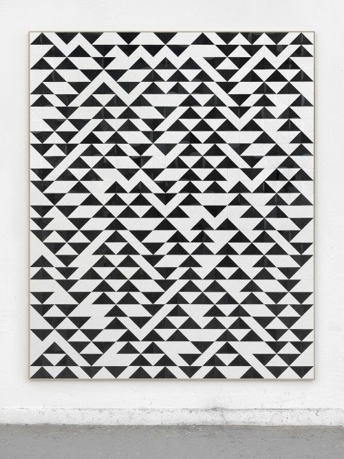 »o.t. (Anni Albers Master mit Paar Musik)«, 2018<br />cut vinyl records, canvas, wood, 227 x 187 cm<br />