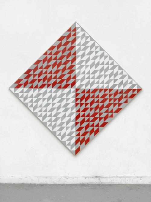 »Anni Albers Raute«, 2018<br />cut vinyl records, canvas, wood, 161 x 161 cm<br />