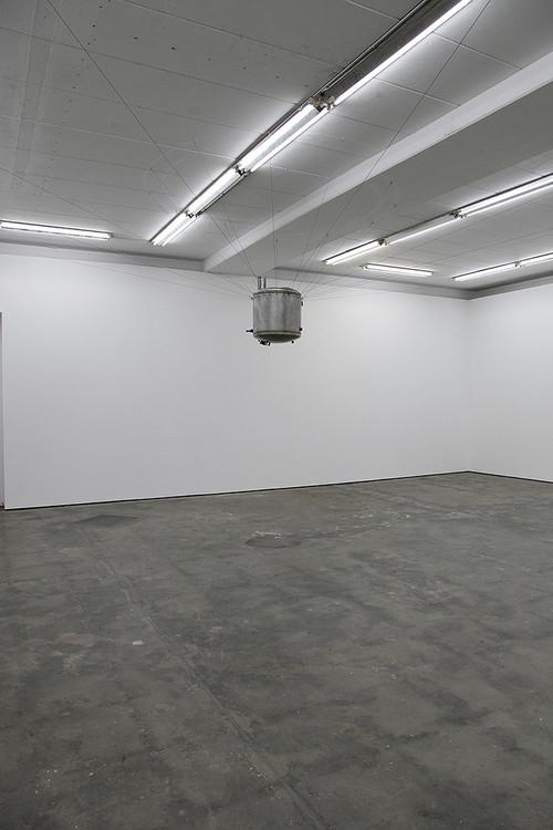 <i>Rückführung</i>, 2014<br />steel tank, wire rope, water, 70 cm, Ø 60 cm<br />