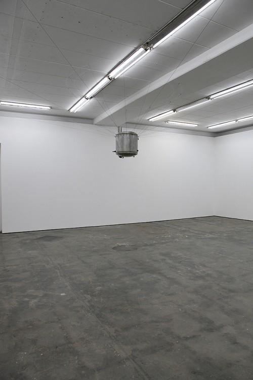 »Rückführung«, 2014<br />steel tank, wire rope, water, 70 cm, Ø 60 cm<br />