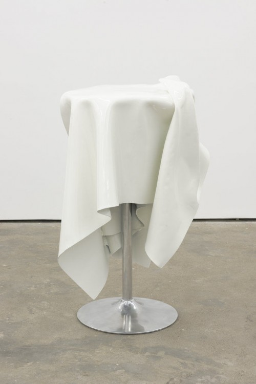 »Flying Buffet III«, 2014<br />Powder coated steel, 120 x 0 Ø 95 cm<br />