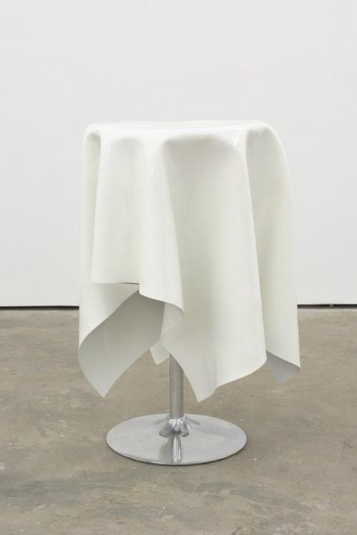 »Flying Buffet I«, 2014<br />Powder coated steel, 110 x 0 Ø 75 cm<br />