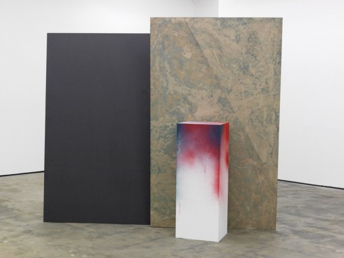 »Hole in the Wall II«, 2010<br />oil paint on paper, aluminium, wood, paint, 232 x 310 x 150 cm<br />