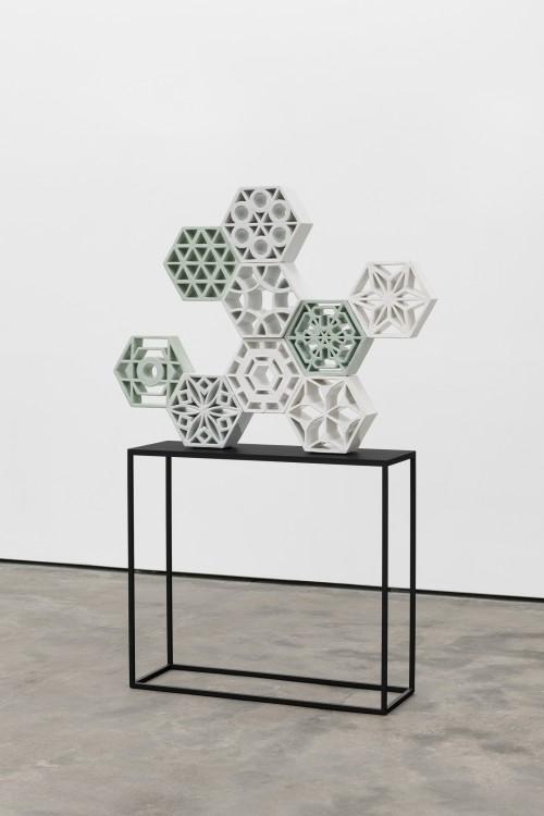 »Jali Animal 1«, 2018<br />glazed ceramic, powder coated steel, 85 x 132 x 13 cm<br />