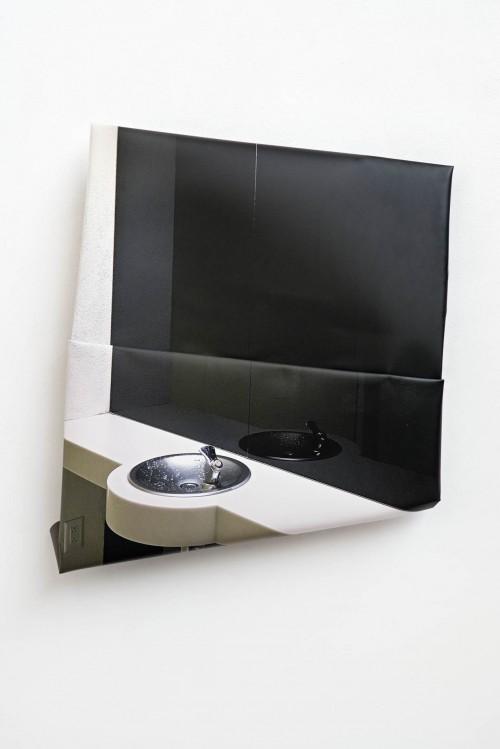 »Spiegel«, 2017<br />aluminium, digital print, stainless steel, 118 x 103 x 17 cm<br />