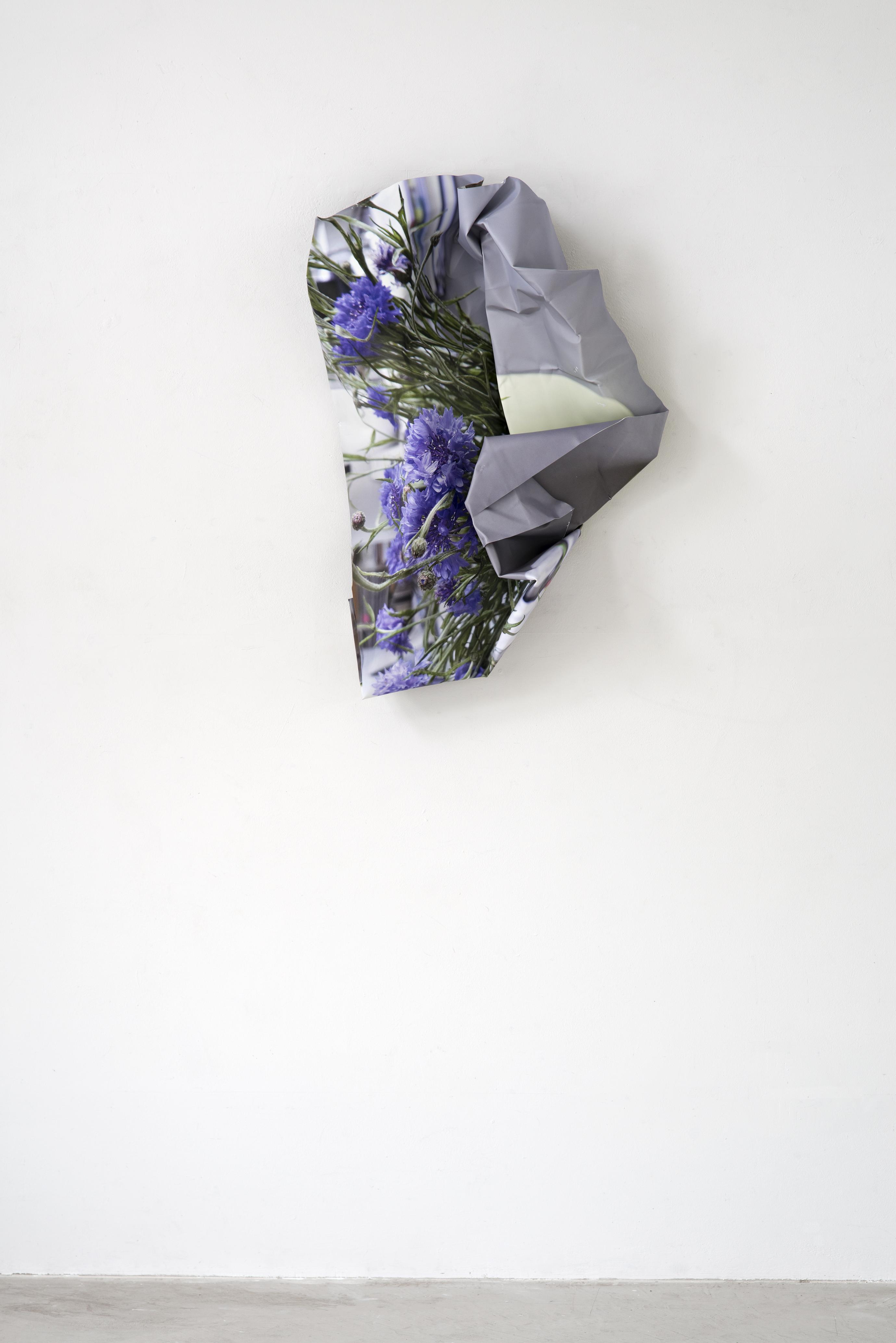 <i>Kornblumen</i>, 2020<br />aluminium, stainless steel, digital print, 106 x 71 x 30 cm<br />