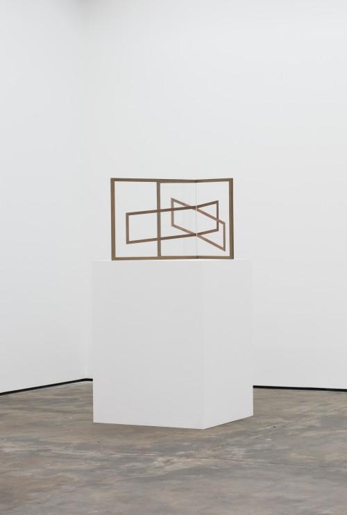 »Mutual III«, 2015<br />UV-digitalprint on glass, wood, 64 x 80 x 65 cm<br />