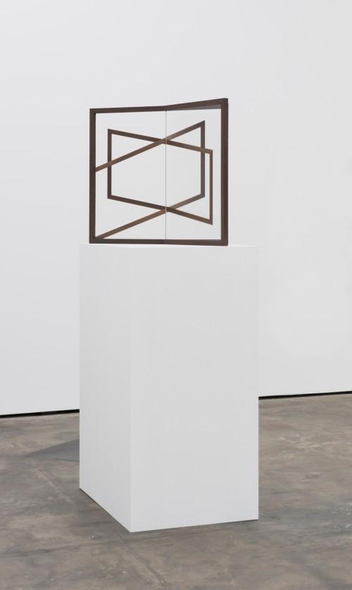 »Mutual II«, 2015<br />UV-digitalprint on glass, wood, 68 x 79 x 56 cm (without plinth)<br />