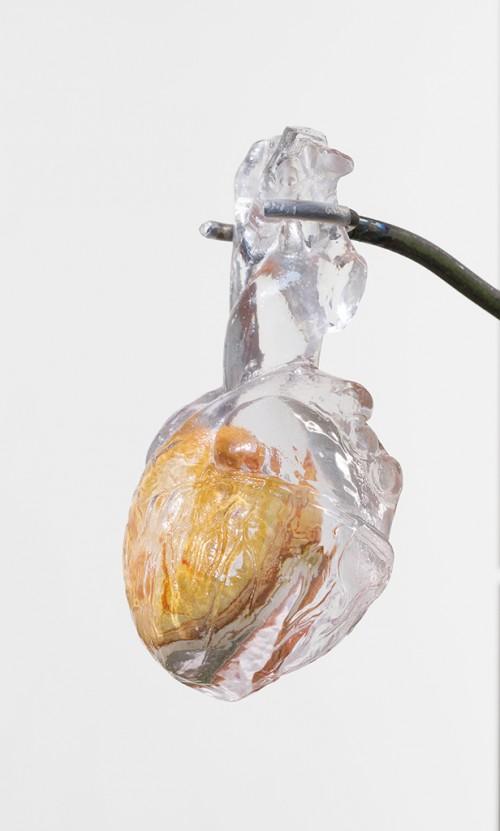»Heart (cave / geo ring)«, 2018<br />polychrome jesper, resin, 8.5 x 11 x 17.5 cm<br />