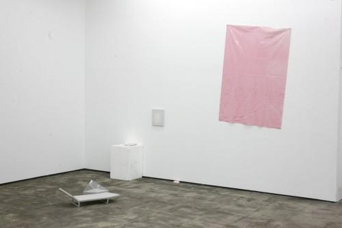 IAN KIAER<br />»Endless House project: convalescence/Kortrijk«, 2008<br />card box, plastic, polystryne, Leinen, Mirror foil<br />