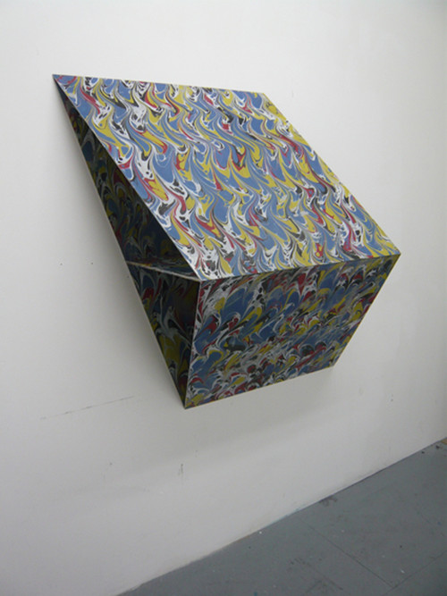 SCOTT MYLES<br />»Reciprocity on Three Planes«, 2008<br />aluminium, paint, 119 x 124 x 51 cm<br />
