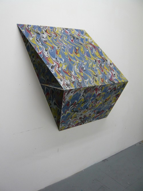 SCOTT MYLES<br />»Reciprocity on Three Planes«, 2008<br />aluminium, paint, 119 x 124 x 51 cm<br />