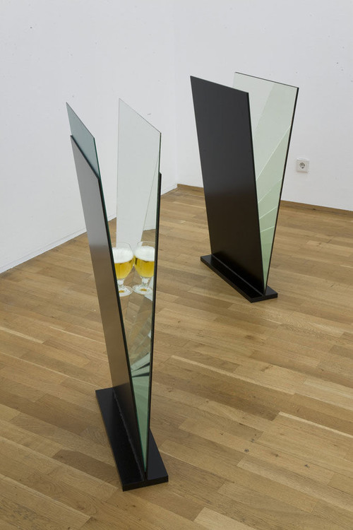 ALICJA KWADE<br />»Never ending«, 2008<br />Mirrors, beer glass, cigarette butt<br />