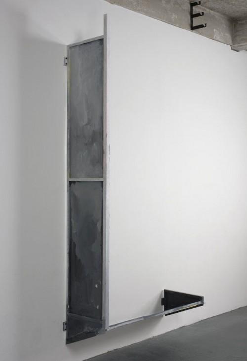 SCOTT MYLES<br />»Upside Down Awning«, 2008<br />aluminium, acrylic, 290 x 142 x 54 cm<br />