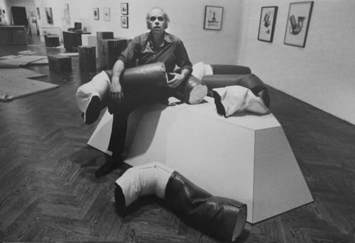 <i>Claes Oldenburg with 'Fay ends</i>, <br />vintage photo, 15 x 21 cm<br />