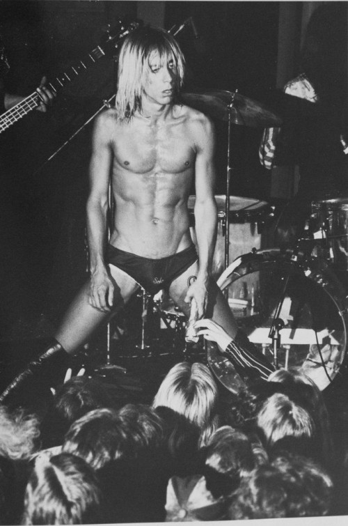 »Iggy Pop at the Whiskey à GoGo«, 1966<br />vintage photo, 25 x 20 cm<br />