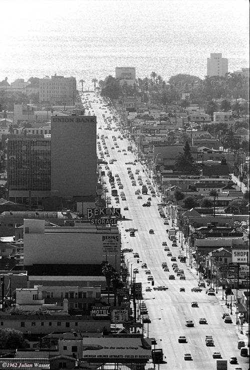 <i>Wilshire Blvd looking west to Santa Monica & the Pacific</i>, 1962/2012<br />glycee print, 34 x 48 cm<br />