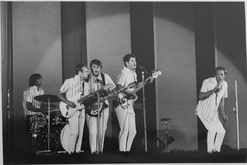 »Dennis Wilson at Hollywood Bowl Concert (Beach Boys)«, 1965<br />vintage photo, 26 x 21 cm<br />