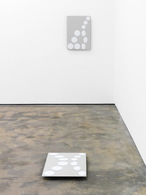 »a, b, c, d, e, x«, 2012<br />Magnetplatte, Magneten, 69 x 48 cm<br />